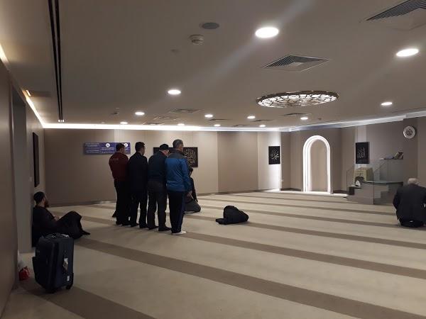 Read Ataturk Airport International Terminal Departure Floor Men Masjid, Bak?rköy Reviews